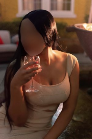 Adelia asian live escort