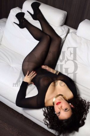 Beverlie escort girl in Weston WI