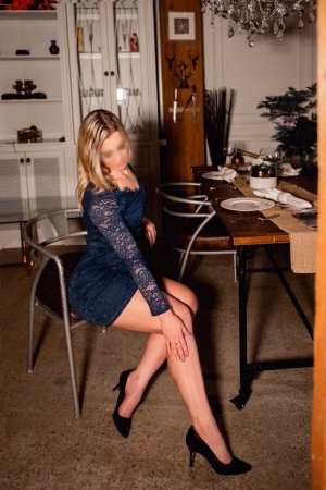 Elynne escort girl in Solana Beach California