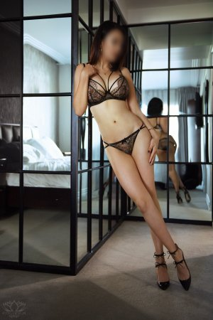 Mimouna asian live escort in Streamwood